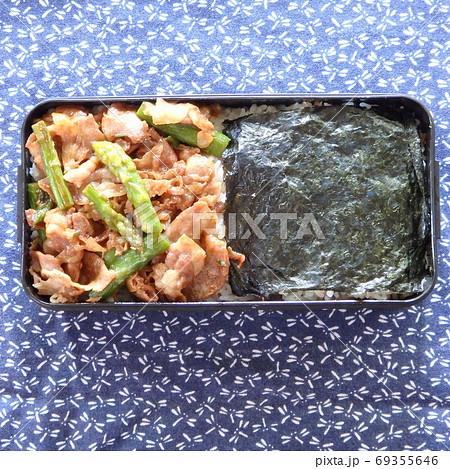 焼肉弁当と海苔弁の手作り二色丼弁当 69355646