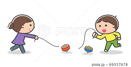 コマ回しをして遊ぶ子どもたち / 線あり 69357678