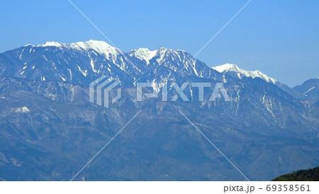 南アルプス 4月の鳳凰三山(左から薬師岳・観音岳・地蔵岳) 69358561