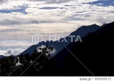 南アルプス 仙水峠からの鳳凰三山地蔵岳 69358575