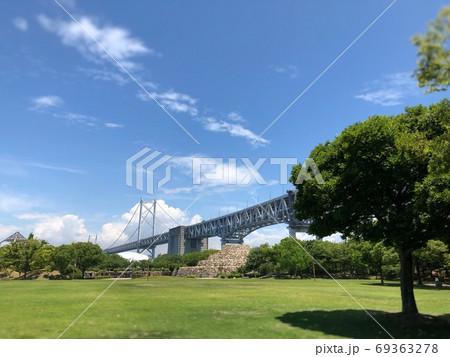 瀬戸大橋記念公園から望む瀬戸大橋と空 69363278