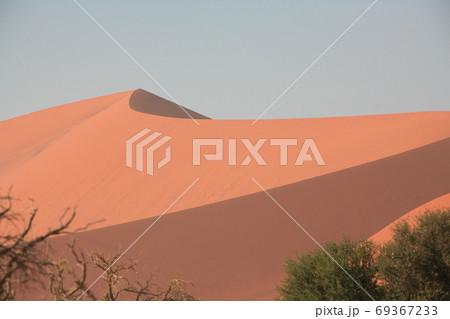 ナミビアのナミブ砂漠 ソススフレイの砂丘 69367233