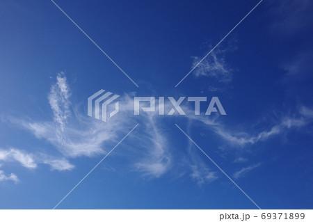 龍が飛んでいるように見えた雲 69371899