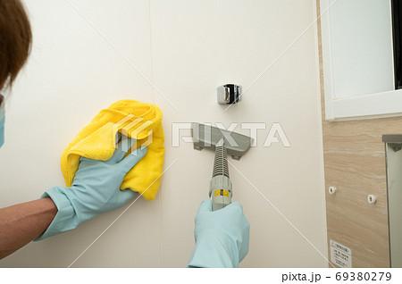 スチームクリーナーでお風呂壁面クリーニング 69380279