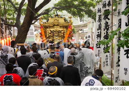 北海道礼文島の大漁を祈願した祭りのお神輿 69400102