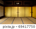 昔の豪邸、日本家屋の金の襖 69417750