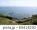 神奈川県三浦半島の南端にある城ヶ島公園から岩場へ続く散策路 69418292