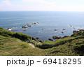 神奈川県三浦半島の南端にある城ヶ島公園と遊歩道 69418295