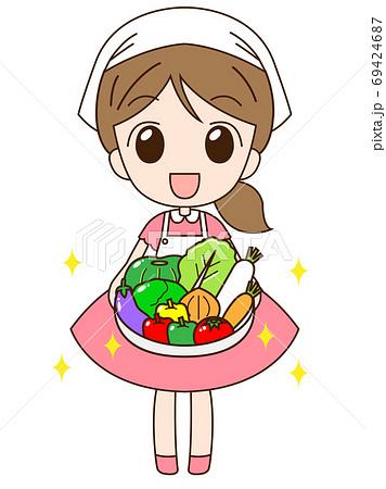 カゴに入った野菜を持っている女の子 69424687