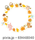 森の動物たちと紅葉の秋フレーム イラスト 69448040