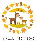 鹿の親子と秋のフレーム イラスト 69448043