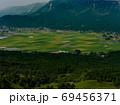 山からの眺める田圃 69456371