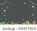 お洒落なヨーロッパ風クリスマスの街並みフレーム 69457624