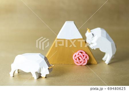 年賀2021・幸運の白牛と運気上昇の金富士 69480625