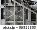 古い金属の構造物 69522865
