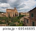 イタリア・シエナの歴史を感じる街並み 69546695