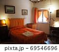 オレンジ色のかわいい部屋 69546696
