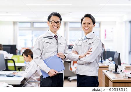 ビジネスマン、作業服、オフィス 69558512