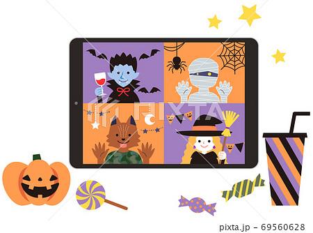 お菓子と一緒にインターネットでリモートパーティー ハロウィン タブレット端末 69560628