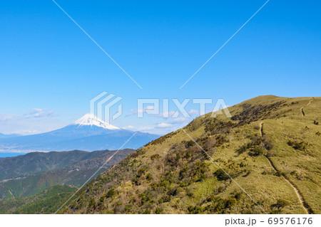西伊豆スカイライン・戸田駐車場から望む富士山(冬) 69576176