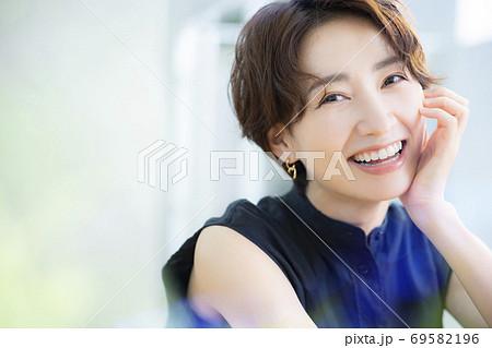 ビューティーイメージ 30代女性 69582196
