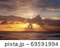 日の出海景【玉田サンビーチ】 69591994