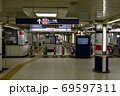 東京メトロ 丸ノ内線 西新宿駅 改札 69597311