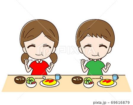 食べている子ども 69616879