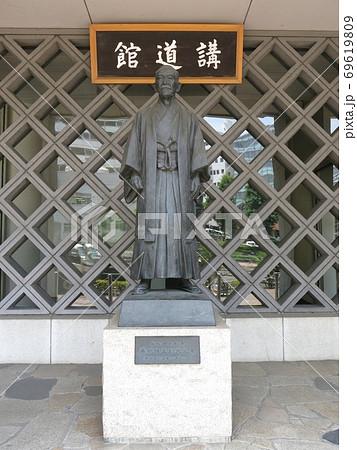 文京区の講道館にある嘉納治五郎先生像 69619809