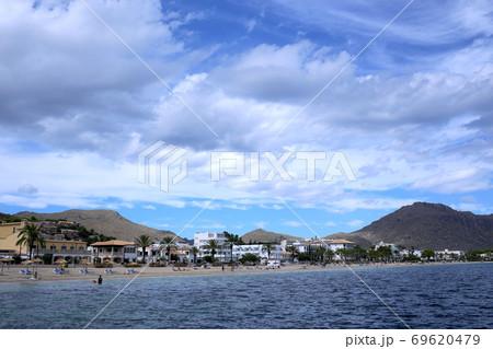 コロナ禍で海水浴もまばらなマジョルカの海水浴場 69620479