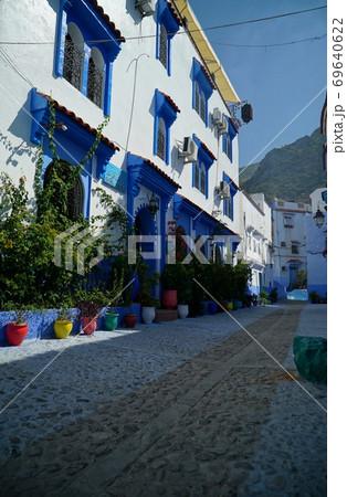 青い街_シャウエンの旧市街の風景 69640622