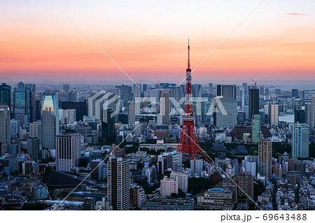 六本木ヒルズから眺める東京の街並み 夕暮れ 69643488