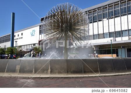 2021年に撤去予定のピーコック噴水と岡山駅の駅舎 岡山県岡山市北区 69645082