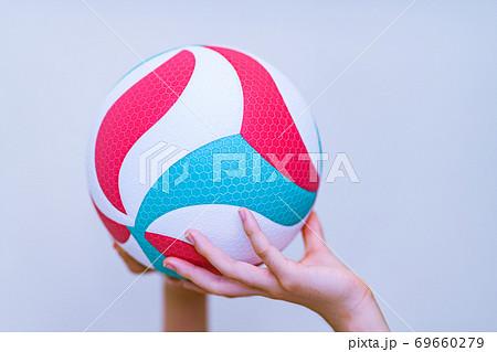 バレーボール 【スポーツ・部活のイメージ】 69660279