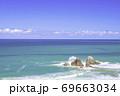 福岡県 糸島市  美しい二見ヶ浦の海と夫婦岩 69663034
