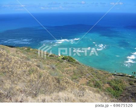ハワイ・ダイヤモンドヘッドからの眺め 69675520