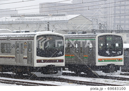 冬の宇都宮駅に留置中の日光線・東北本線205系 69683100