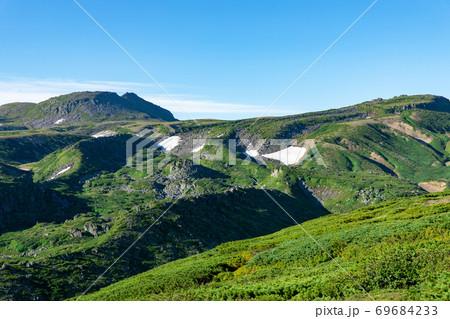 北海道の夏 大雪山黒岳の山頂周辺の風景 69684233