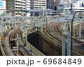 東京都鶯谷駅の跨線橋から見た複線化された線路と鉄塔 69684849