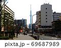 東京荒川区南千住8丁目から見た東京スカイツリー 69687989