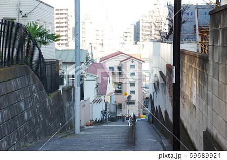 上から眺めた東京都文京区千駄木にある解剖坂 69689924
