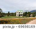 静岡県裾野市にある富士山のふもとの遊園地にあるシルバニアビレッジのお花とお家 69698169