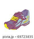 子供の運動靴 69723835