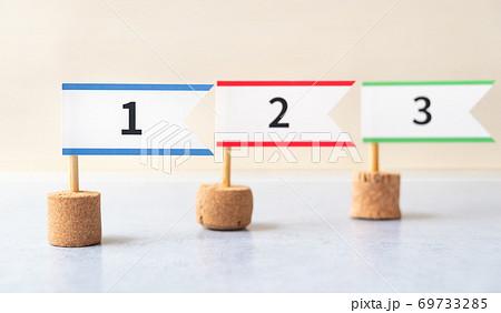 順位の旗 ランキング 1位、2位、3位のフラッグ トップ3のランキング 成績 69733285