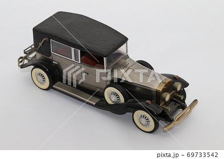 手作りで作ったクラシックカーのおもちゃ 69733542