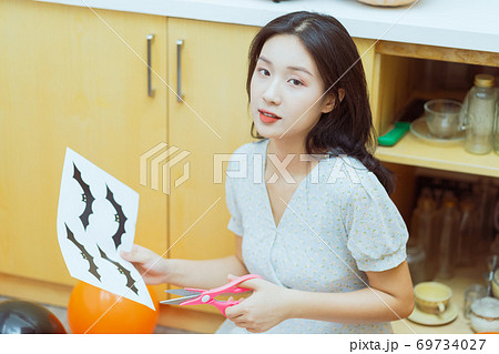 Woman prepare for halloween 69734027