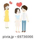 ラブラブなカップルと失恋する女性 69736066
