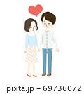 ラブラブな夫婦のイラスト 69736072