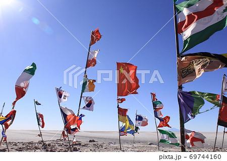 ウユニ塩湖 国旗 69744160