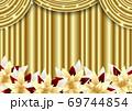 幕とポインセチアのクリスマス背景金色ヨコ 69744854